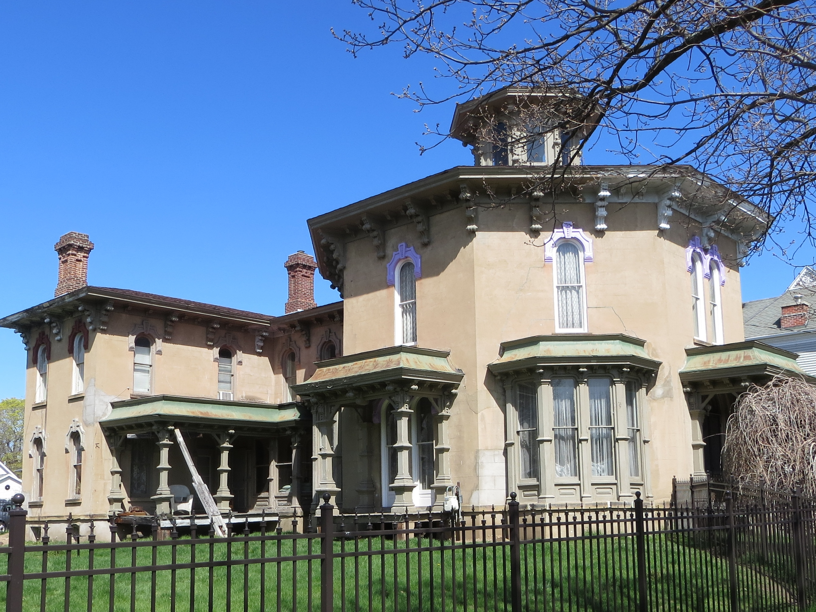 Octagon house on marshall historic home tour september 12 for Octagon homes